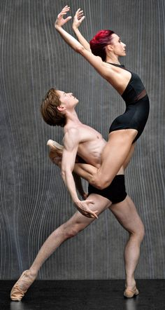 Daniil Simkin's Intensio and Gauthier Dance from Stuttgart, Germany, appear at the annual dance festival in Becket, Mass. Lyrical Dance, Dance Art, All About Dance, Just Dance, Ballerina Dancing, Ballet Dancers, Dance Like No One Is Watching, Dance Movement, Ballet Class