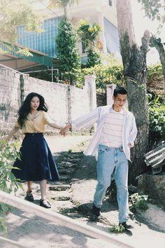 Đơn giản mà vẫn tình, đây là bộ ảnh giả film theo phong cách Hongkong những năm 1990 xinh nhất hôm nay - Ảnh 8. Post Wedding, Dream Wedding, Pre Wedding Photoshoot, Photoshoot Vintage, Couple Photography, Wedding Photography, Couple Outfits, Couple Shoot, Couple Pictures