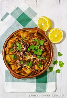 Squid, pasta, red wine, oregano... an absolute Mediterranean pasta delight!