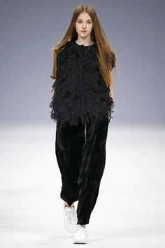 Elena Burenina Ukraine Fall 2016 Fashion Show