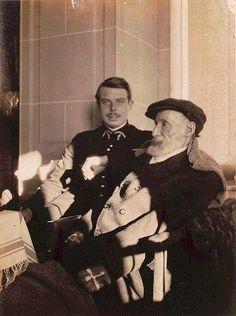 Auguste et Jean Renoir. 1916.
