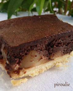Sparkling chocolate and pear tart (with the sweet paste of Pierre Hermà . Pureed Food Recipes, Gourmet Recipes, Sweet Recipes, Dessert Recipes, Chefs, Delicious Desserts, Yummy Food, Desserts With Biscuits, French Patisserie