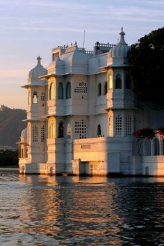 Udaipur, Rajasthan, India. #beautifuldestination #travellife #travellers #wanderlust #wander #instapic #instapost #instalike We are one of the fast - growing and popular online Travel Portal in India. Link is in the bio  -  https://www.facebook.com/greendotstravels/and check out great deals for domestic and international air ticketing, domestic and international holiday tour packages, corporate travel. To avail discount coupons go to the link  and grab yours.