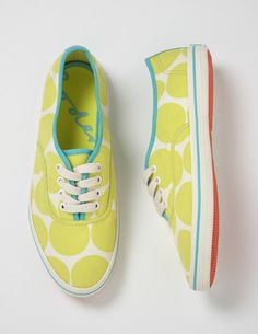 Canvassneakers mit Tupfen