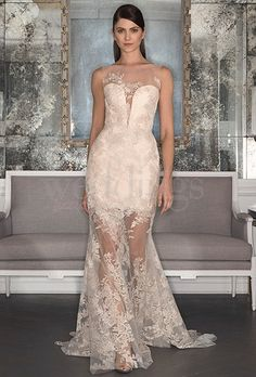 La collezione sposa Romona Keveza fall 2017 rievoca le bellezze, la classicità e l'eleganza delle dive anni '50. Romantica e di gran lusso.