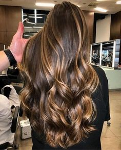 101 The Most Beautiful Brown Hair In The Fall And Winter Of 2019 - Christmas-Desserts Gold Brown Hair, Brown Ombre Hair, Brown Hair Balayage, Brown Blonde Hair, Ombre Hair Color, Light Brown Hair, Brown Hair Colors, Bronde Balayage, Long Hair Colors