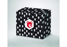 """Propuesta numero dos para el Concurso de Artes Rendibú 2014. Caja cuadrada compuesta gráficamente por un pattern de """"peruanos"""", algo muy típico del Perú y muy geométrico, de ahí la conversión del oso y su geometría."""