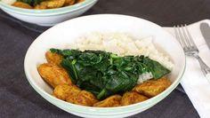 CURRY - das Gewürz, das fast immer passt 😍  Unser Abendessen wäre dann soweit - mit gut gewürztem Hähnchen, Kokos-Blumenkohlreis und saftigem Spinat.  Was gibt es bei dir heute Abend - vielleicht sogar auch etwas mit Curry? 😉 Inspiriere uns gerne!