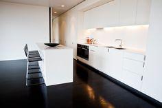 contemporary white kitchen with dark floors Kitchen Interior, Kitchen Design, Kitchen Ideas, Dark Kitchen Floors, Kitchen Bar Counter, Stone Benchtop, Interior Design Studio, Beautiful Space, Kitchen Living