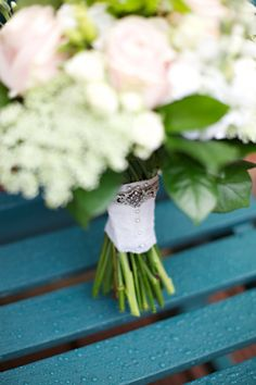 lace bouquet wrap, image by http://www.milkbottlephotography.co.uk/