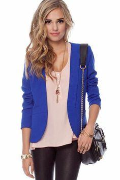 Azul formal. Me gusta el collar