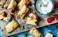 Vlammetjes uit de oven Snacks Für Party, Lunch Snacks, I Love Food, Good Food, Yummy Food, Low Calorie Snacks, Comfort Food, Savory Snacks, Recipes From Heaven