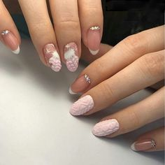 Perfect Winter Nails For The Holiday Season; The Christmas look is probably one of the most popular winter nail art designs. Here are more than 35 samples for you to give you ideas. Xmas Nails, New Year's Nails, Holiday Nails, Love Nails, Hair And Nails, Nail Art Designs, Winter Nail Designs, Winter Nail Art, Diy Christmas Nail Art