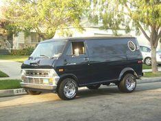 Custom Van Craze   70s Vans say I am here to Party, like nothing else.