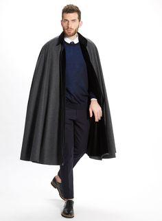 ES: Capa Alfonso Gris. Capa de lana merino con cuello en tercipelo. EN: Alfonso Cape Grey. Merino wool cape with velvet collar.