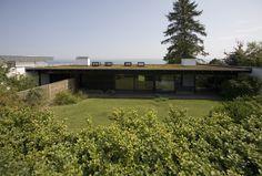 Arkitekten Halldor Gunnløgsson tegnede i 1958 et hus ved Øresund til sig selv og sin kone. Gunnløgsson trak på inspiration fra Japan og Nordamerika og var med sit eget hus med til at præge de mange enfamilieshuse, der blev opført i Danmark i 1950-60erne. Huset blev erhvervet i 2006 for at sikre det enestående hus for eftertiden.