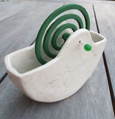 Good Photo Clay pottery coil Thoughts Garten Keramik Gef F R M Ckenspiralen , garten keramik gef f r m ckenspiralen , Cement Crafts, Clay Crafts, Diy And Crafts, Ceramics Projects, Clay Projects, Farmhouse Shutters, Rustic Shutters, Diy Shutters, Ceramic Pottery