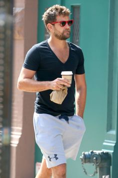 Joshua Jackson is looking better than ever
