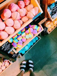 See more of happinessinpixels's VSCO. Beauty Care, Beauty Skin, Lush Aesthetic, Aesthetic Photo, Melt And Pour, Bath Boms, Lush Bath Bombs, Lush Cosmetics, Homemade Cosmetics