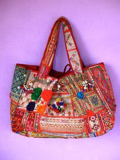 Sac cabas ethnique chic, Banjara Inde,avec tissus patchwork ancien, pièces,pompons,miroirs et broderies, 300X450, autres coloris et tailles