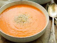 Vegane Detox-Gemüsesuppe Rezept Zwiebel, Rote Bete, Karotte, rote Paprika, Sellerie, Fenchel, Habenero Chilis, Ingwer, Kokosmilch