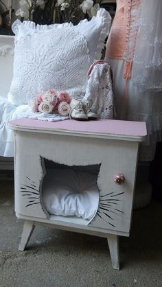 Cat: Sleeping Places - Cat House, Cat Bed, Cat Cave - a unique product by Krewa on DaWanda Pet Beds, Dog Bed, Cat Cave, Cat Condo, Cat Sleeping, Cat Furniture, Vintage Pink, Family Room, Kitten
