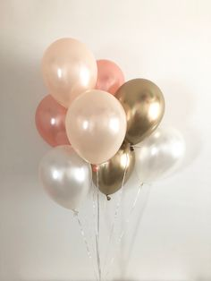 Rose Gold, Pearl Peach, Pearl White, Chrome Gold Balloon Bouquet Each bouquet includes: rose gold pearl peach chrome gold and pearl white latex balloons. ~ Balloons ship flat & deflated ~ Fill with helium to float at your local party/grocery store Bridal Shower Balloons, Gold Bridal Showers, Wedding Balloons, Rose Gold Balloons, White Balloons, Latex Balloons, Sweet 16 Decorations, Balloon Decorations, Rose Gold Party Decorations