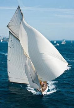 Yacht Charter with Captain and Crew or Bareboat Yacht Rental with Skipper. Luxury Yacht Vacations on ✓ Sailboat Hire ✓ Motoryacht ✓ Catamaran ▷ over 16000 boats Classic Sailing, Classic Yachts, Classic Boat, Yacht Boat, Yacht Design, Sail Away, Wooden Boats, Wooden Sailboat, Tall Ships
