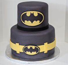 Batman Cake by Cecy Huezo. www. 40th Birthday Cakes For Men, Birthday Cake Kids Boys, Batman Birthday Cakes, Make Birthday Cake, Batman Cakes, Batman Party, 5th Birthday, Bolo Minnie, Toddler Girls