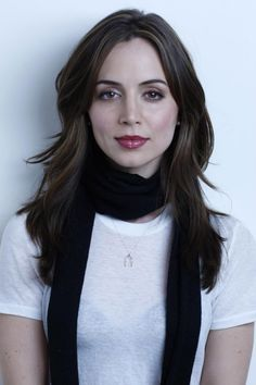 Eliza Dushku - Eliza Dushku is an actress, producer and director. Dushku was named after an aunt. Eliza Dushku, Buffy, Most Beautiful Women, Beautiful People, Hollywood Actress Photos, Hollywood Fashion, Girls Gallery, Celebrity Beauty, Celebrity Crush