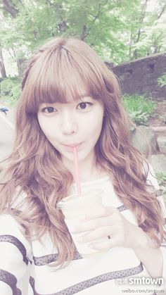 Girls' Generation Sooyoung Selca while waiting for her turn on Dating Agency: Cyron South Korean Girls, Korean Girl Groups, Yuri, Sooyoung Snsd, Korean Star, Korean Celebrities, Girl Day, Korean Beauty, Korean Makeup