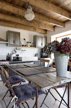 cuisine et plafond en bois