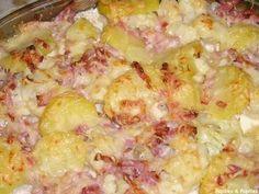 GRATIN DE CHOU FLEUR & PATATE au Comté (1 oeuf, 50 cl de crème, 1 chou fleur, 3 pommes de terre, 1 pincée de sel, 1 pincée de poivre, 50 g de Comté, 100 g de lardons)