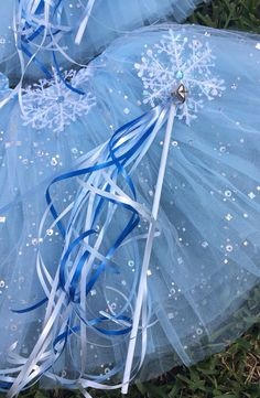 10 Frozen Party favors Frozen Birthday Favors by partiesandfun (I believe I have blue and white curly ribbon you can use)