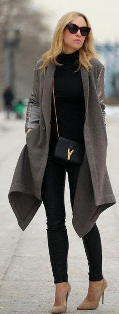 Gosto de tudo, exceto da bolsa pequena e do sapato... prefiro preto. Não sou fã de cinza, mas assim, sobre o look total black acho que pode funcionar. Adoro essas linhas verticais e com pontas do casaco longo.