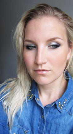silver eyes & wet-look-hair