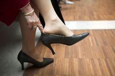 Πως να ανοίξετε τα στενά σας παπούτσια - http://www.greekradar.gr/pos-na-anixete-ta-stena-sas-papoutsia/