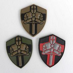 """Crusader """"DEUS VULT"""" 3D PVC patch, disponibile in 3 colori: verde, desert e nero, con velcro sul retro, realizzato in morbido PVC 3D, dimensioni: 7.5 x 6 cm e. 6,00 Funny Patches, Velcro Patches, Cool Patches, Police Patches, Tactical Patches, Tactical Gear, Badges, Knight Logo, Airsoft"""