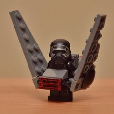 A Cute Collection Of 'Star Wars' LEGO Minifigs 'Wearing' Their Respective Ships - DesignTAXI.com