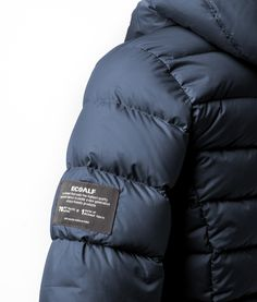 ECOALF is a brand that uses the highest quality recycled fabrics to create a new generation of eco-friendly products 70 PET plastic bottles = 1 meter of ECOALF fabric
