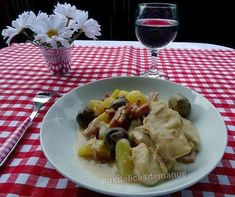 Filets de poulet aux pommes de terre, champignons et sauce au parmesan