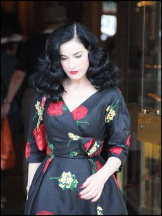Queen of everything and beautiful, Dita Von Teese makes me want to dres. Queen of everything and beautiful, Dita Von Teese makes me want to dress up head to toe in outfits. Pelo Vintage, Vintage Stil, Looks Vintage, Mode Vintage, Fashion Mode, Look Fashion, Retro Fashion, Vintage Fashion, Petite Fashion