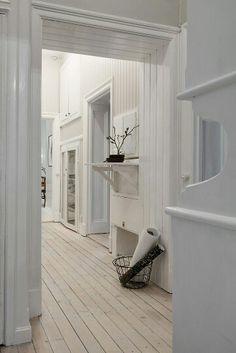 Love every inch of this Gothenburg apartment! Now for sale via Alvhem Mäkleri… Flat Interior Design, Scandinavian Interior Design, Minimalist Interior, White Houses, Living Room Modern, Ideal Home, Home Remodeling, Beautiful Homes, House Design