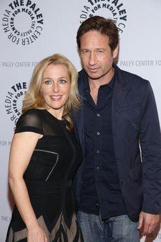 """Das TV Comeback des Jahres // Hauptdarsteller der neuen """"Akte X""""-Staffel bleiben Gillian Anderson und David Duchovny. Und das Duo harmoniert auch nach Jahren noch. """"Mulder, ich bin's. Bist du bereit?"""", fragte Anderson ihren Schauspielkollegen auf Twitter. Die coole Antwort ihres Kollegen: """"Es sind 13 Jahre vergangen, hoffentlich passt der Anzug noch."""""""