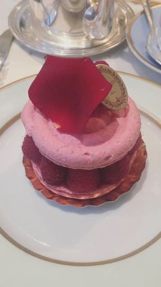 Tea and cakes at Ladurée Dublin 💕 Panna Cotta, Cakes, Tea, Ethnic Recipes, Food, High Tea, Essen, Cake, Torte