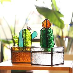 Stained Glass Cactus Ideas You Can Apply To Your House Decoration - JustHomeIdeas Stained Glass Flowers, Stained Glass Designs, Stained Glass Projects, Stained Glass Patterns, Stained Glass Art, Stained Glass Windows, Mosaic Glass, Fused Glass, L'art Du Vitrail