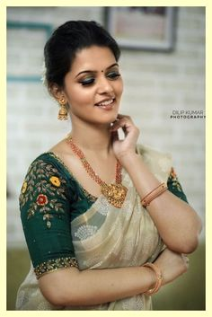 Shirt desings Superb Bollywood Fashion - Pictures) Article Physique: It's straightforward to lay Wedding Saree Blouse Designs, Pattu Saree Blouse Designs, Blouse Designs Silk, Designer Blouse Patterns, Lehenga Blouse, Anarkali Dress, Simple Blouse Designs, Stylish Blouse Design, Sari Bluse