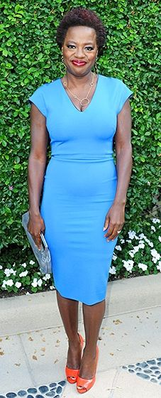 Viola Davis shined in a flattering blue sheath, paired with a silver clutch and tangerine peep-toes.
