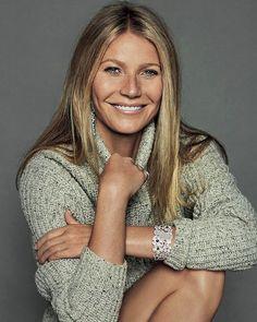 Med månedens store online/offline-tema har vi talt med skuespillerinde og forfatter Gwyneth Paltrow som står bag bloggen Goop.com der bogstaveligt talt er en kæmpe succes online  Mød den ultracool karrierekvinde der formår at balancere livet perfekt mellem on- og offline under nye ELLE #ELLEjuni #gwynethpaltrow #online #offline #goop  via ELLE DENMARK MAGAZINE OFFICIAL INSTAGRAM - Fashion Campaigns  Haute Couture  Advertising  Editorial Photography  Magazine Cover Designs  Supermodels…