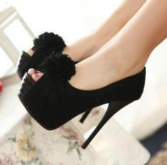 Now these are some serious platforms, I would bust my behinds if I wore these!!!